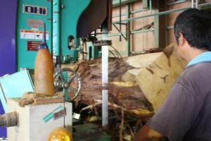 帯鋸製材機